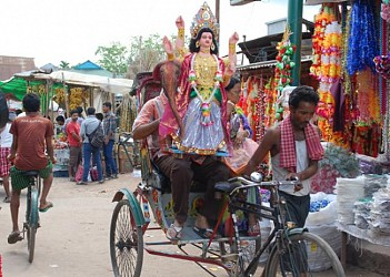 Biswakarma idols being transported from Maharajganj Bazar. TIWN Pic Sept 16