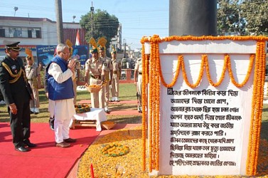 Governor paying tributes to war memorial at post office chowmuhani. TIWN Pic Dec 16