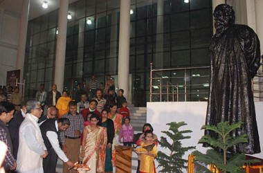 CM visiting Art Festival at Rabindra Bhawan on Karukrit's 10th anniversary. TIWN Pic Dec 15
