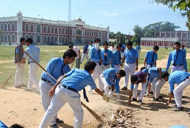 NSS volunteers of Umakanta Academy conduct cleanliness drive at school premises. TIWN Pic Oct 31