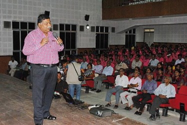 Scientist Devi Prasad Deora delivering lecture before students at Muktadhara, Agartala.TIWN Pic Oct 30