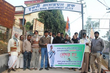 TMC members during a deputation at Dukli RD block .TIWN Pic Dec 18