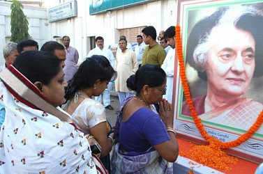 Late PM Indira Gandhi's death anniversary : TPCC paying tributes  at Congress Bhavan. TIWN Pic Oct 31