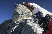 Heavy snowfall hits search operations on Mt. Everest