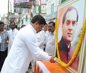 CLP leader Sudip Roy Barman paying floral tribute to late Rajiv Gandhi. TIWN Pic Aug 20