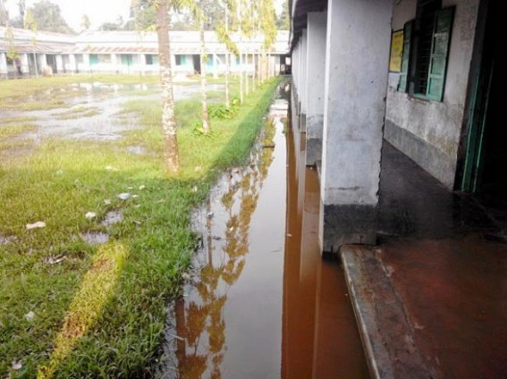 Udaipur : HM busy in amusement; students compelled to remain in rain soaked classes, Rs 4 crore building completed but no fund for inauguration?