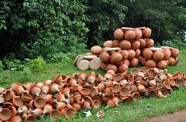 Heaps of clay pots at Bisramganj. TIWN Pic Aug 25