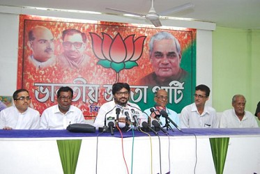 Union Minister Babul Supriyo speaking to media person at BJP office. TIWN Pic Aug 26