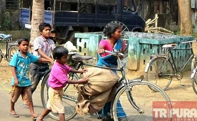 A woman struggling daily for her livelihood at Kalyanpur. TIWN Pic Feb 11