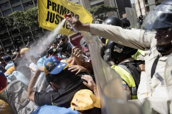 Clashes break out at Venezuelan anti-government protests