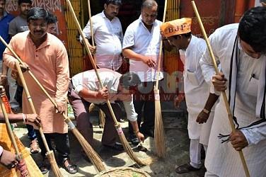 BJP conducts Swachh Bharat campaigning at Surya Chowmuhani. TIWN Pic June 23