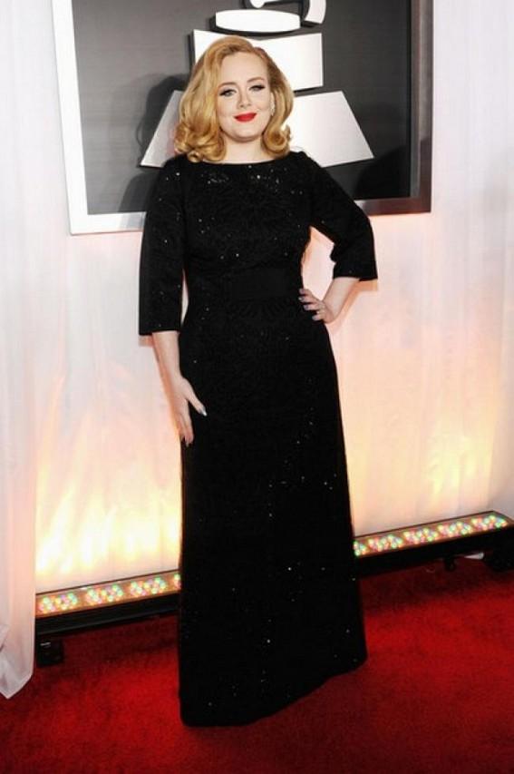 Adele still on vocal rest