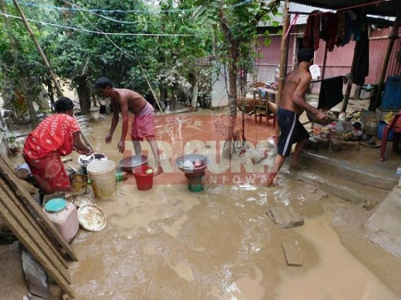 Massive flood devastates families : huge losses reported