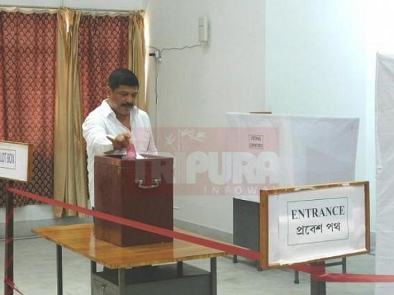 Tripura Ex-Congress MLAs cast vote for Kovind