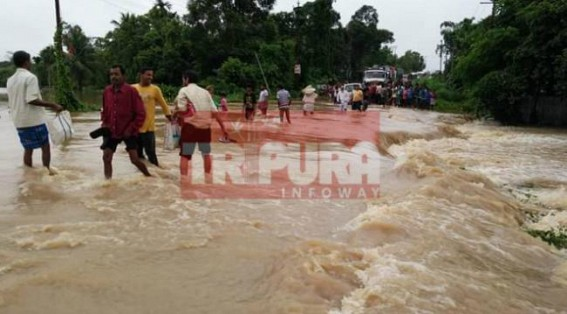 Rain disrupts transport-movement on National Highway : Vehicles stranding