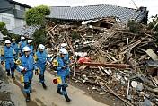 Landslide alert in Japan after earthquake