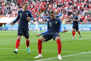 France coach lauds team's progress to knockout stage