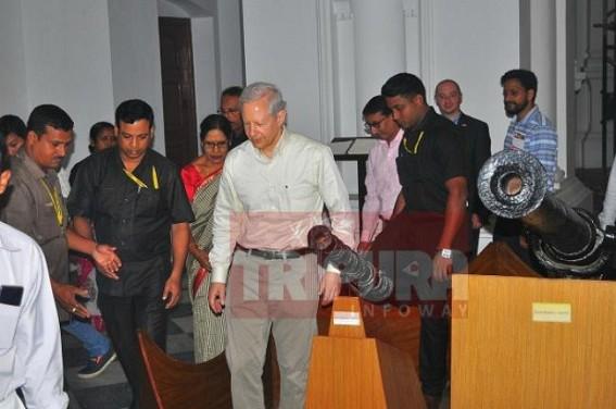 US Ambassador Kenneth Juster visits State Museum