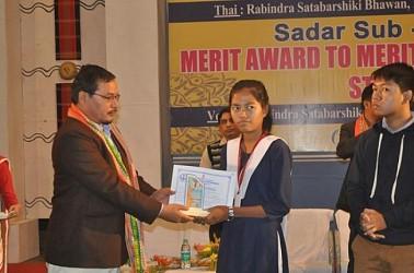 Minister Mebar Jamatia distributing merit awards to ST students. TIWN Pic Dec 19