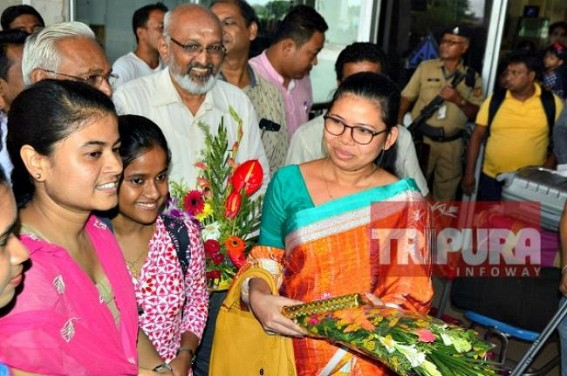 Minister Santana Chakma receives grand welcome at Agartala Airport by Students after VCI recognizes Tripura Veterinary College