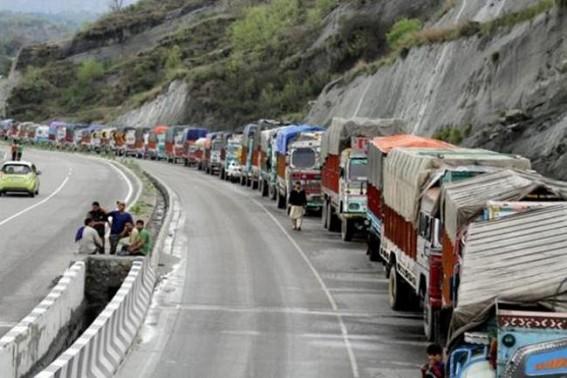 Jammu-Srinagar highway remains shut
