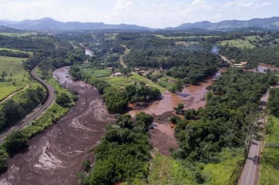 Brazil dam collapse: 7 dead, many missing