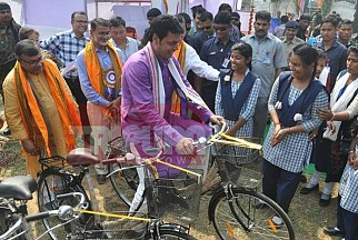 Biplab Deb's Campaigning with School Students before Lok Sabha Election, advertising CPI-M Govt's 2012's Bi-Cycle distribution scheme for girl-students as  Modi's 'Beti-Bacaho-Beti-Padhao' programme