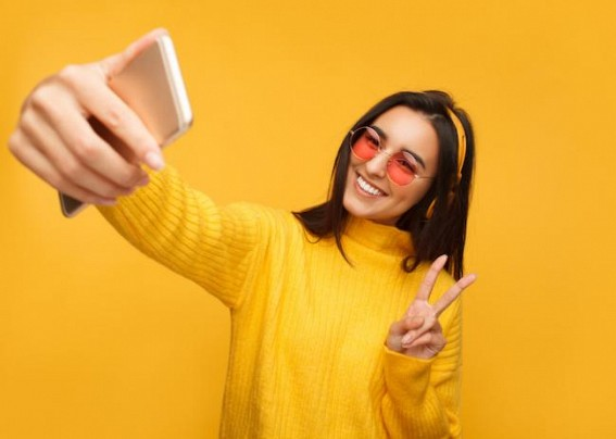 Here's how you can click a better selfie
