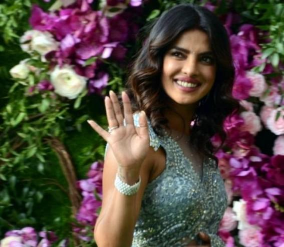 B-Town celebs wish 'Desi girl' Priyanka on her birthday