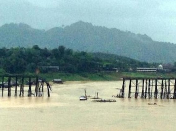 Thailand's longest wooden bridge 'on brink of collapse'
