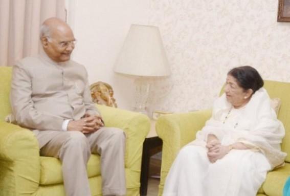Kovind meets Lata Mangeshkar at her residence