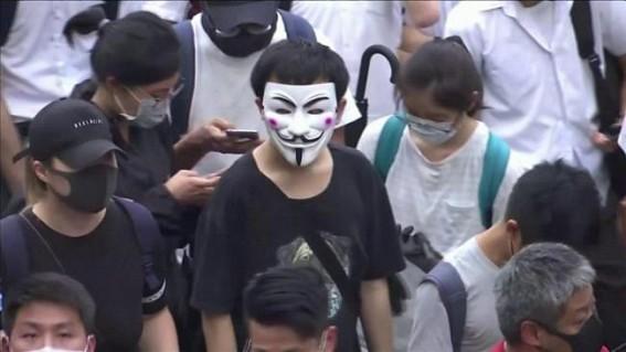 Hong Kong court lifts ban on face masks