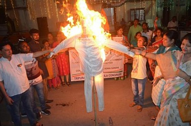 Congress burnt effigy of Haryana CM Khattar at Agartala for his 'Insulting' Remarks Against Sonia Gandhi. TIWN Pic Oct 14