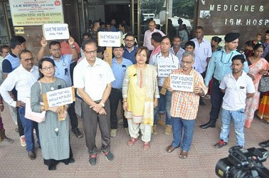 IGM Doctors protesting against attacks on Doctors at Bengal. TIWN Pic June 17