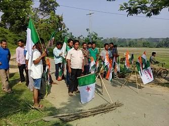 Congress, INPT starts road-blockade at Tulashikhar protesting against attack on Princess Pragya Deb Barman. TIWN Video April 19