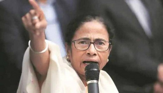 Mamata gives 4-hour ultimatum to doctors to resume work