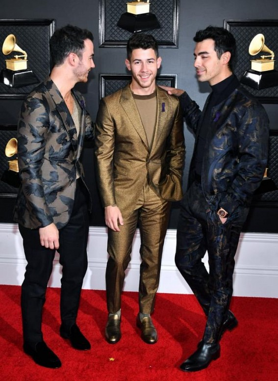 Nick Jonas trolled for spinach in teeth during Grammy gig