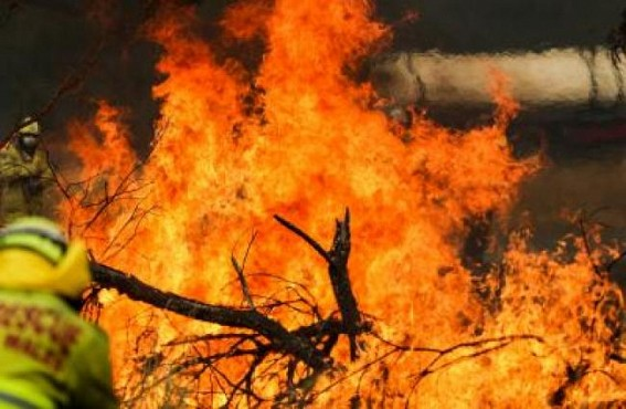 Blazes 'all contained' in Australia state