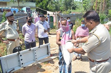 Amtali Police (Agartala) distributed free rice buying from own salaries. TIWN Pic March 29