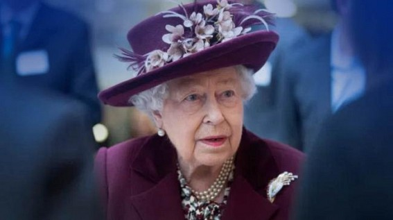UK's Queen pictured outside for 1st time since lockdown