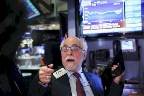 US stocks rise as tech shares rebound