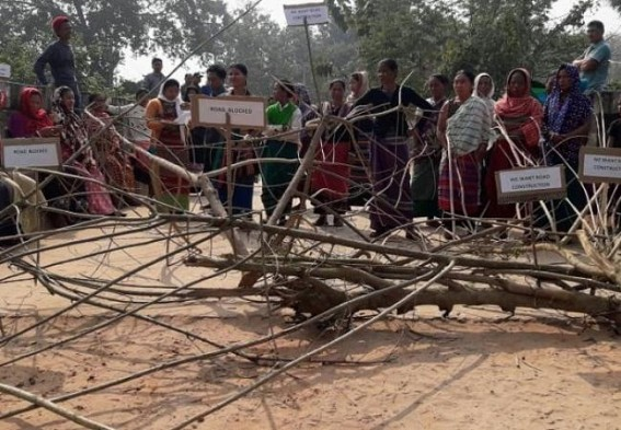 Locals blocked road over pathetic condition of roadways at Khumulwng-Jampuijala