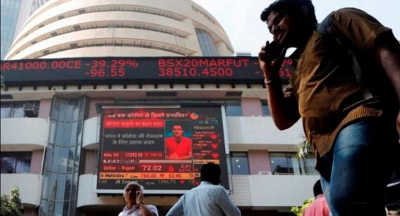 Sensex gives up gains to turn red; HDFC, RIL down