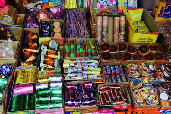 Delhi CM bans firecrackers on Diwali to fight pollution