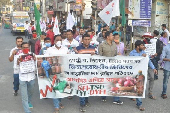 DYFI, TYF, SFI, TSU protested against Fuel Price, Commodity Price hikes